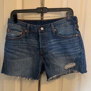 Mid rise Levi shorts